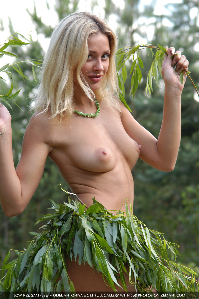 topless grass skirts
